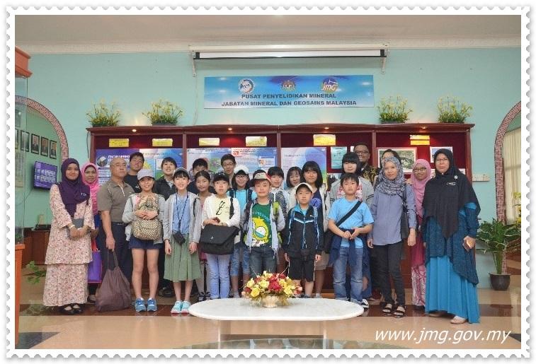 Kanak-kanak daripada Program APCC Fukuoka, Jepun memberi kemeriahan ketika lawatan di Galeri PPM