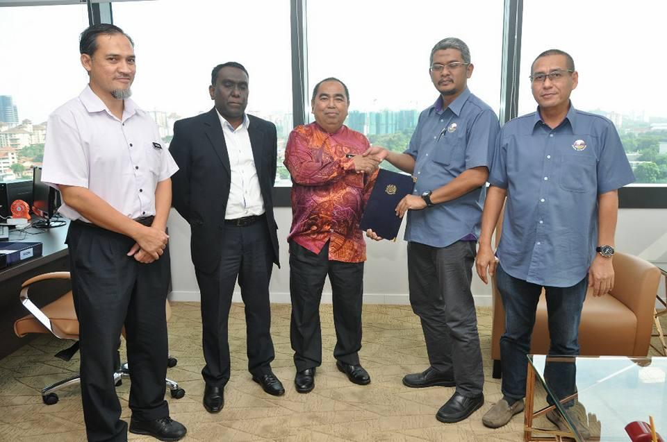 Sesi menandatangani perjanjian antara JMG dengan pihak Geo Strata Sdn. Bhd.