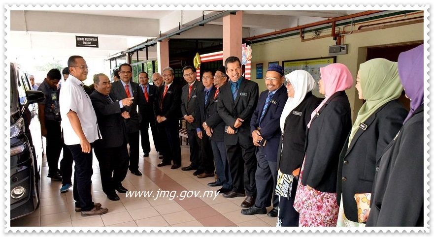 LAWATAN KERJA YB MENTERI BESAR TERENGGANU BERSAMA ROMBONGAN KE PUSAT PENYELIDIKAN MINERAL, JABATAN MINERAL DAN GEOSAINS MALAYSIA