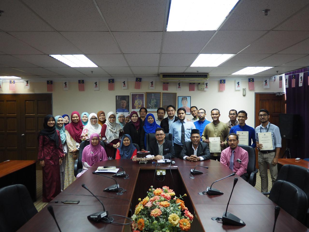 Majlis Perhimpunan Bulanan dan Penyampaian Sijil kepada Pelajar-pelajar Latihan Amali