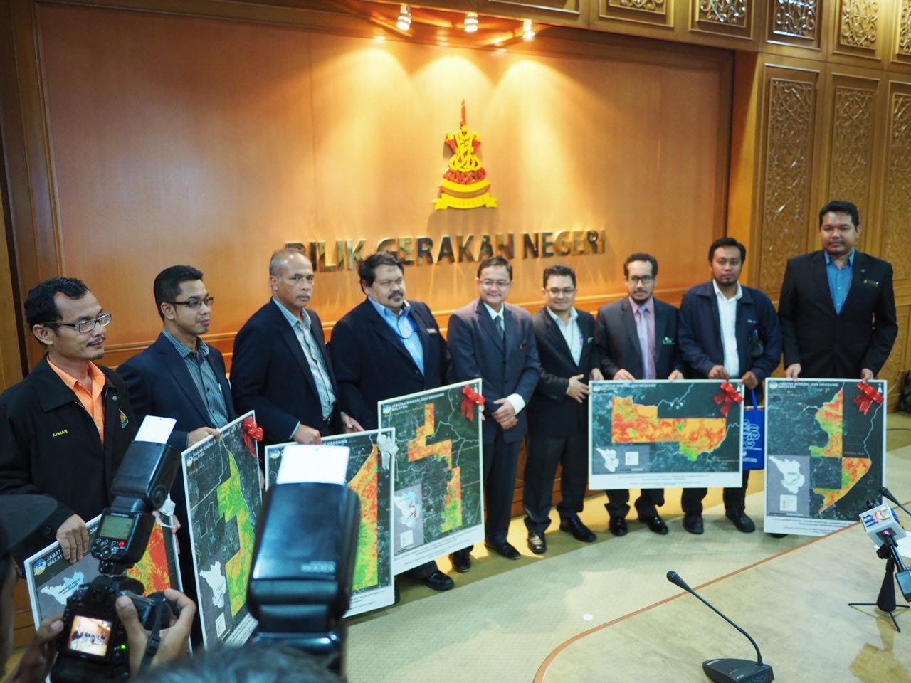 Majlis penyerahan output projek penghasilan peta bahaya dan risiko cerun (Pbrc) kepada pihak berkuasa tempatan peringkat negeri selangor