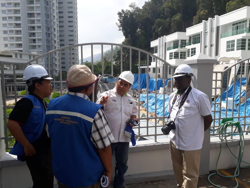 Ketua Pengarah JMG Lawat Lokasi Tanah Runtuh Pulau Pinang